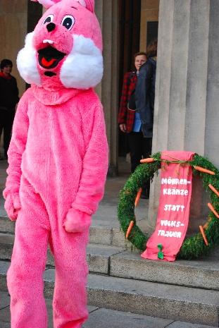 Kranzniederlegung Pink Rabbit